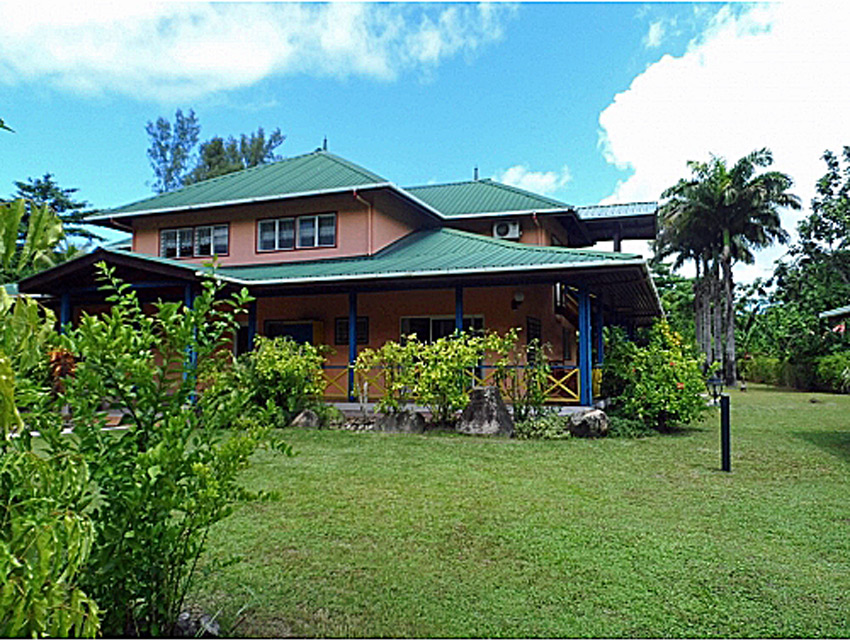 438 AR - Large house for sale in La Digue, Seychelles